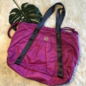 FLAWS Lululemon Effortless Tote Duffel Dewberry